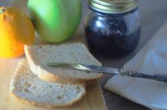 Desayuno de la mañana en luz natural Fotos de archivo