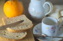 Desayuno de la mañana en luz natural Fotos de archivo libres de regalías