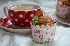 Desayuno de la magdalena del chocolate Foto de archivo libre de regalías