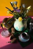 Desayuno de la primavera en la vertical colorida del fondo fotos de archivo