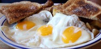 Desayuno de la tostada y de los huevos Foto de archivo libre de regalías