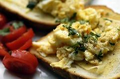 Desayuno de los huevos revueltos Imagen de archivo