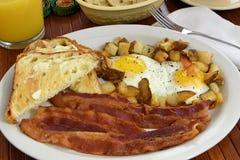 Desayuno de tocino y del huevo Imágenes de archivo libres de regalías