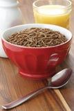 Desayuno del cereal del salvado de trigo Foto de archivo