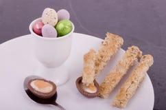 Desayuno del huevo de Pascua del chocolate foto de archivo libre de regalías