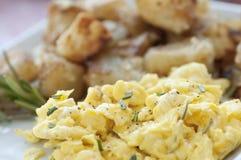 Desayuno del huevo revuelto Imagen de archivo