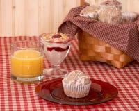 Desayuno del mollete de la frambuesa Imagen de archivo libre de regalías