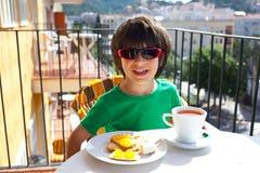 Desayuno del niño Fotografía de archivo libre de regalías
