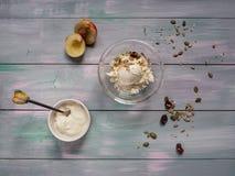 Desayuno del queso cremoso y de la crema agria Fotos de archivo