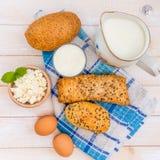 Desayuno del queso, de la leche, del pan y de los huevos Imágenes de archivo libres de regalías