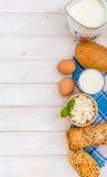 Desayuno del queso, de la leche, del pan y de los huevos Imagenes de archivo