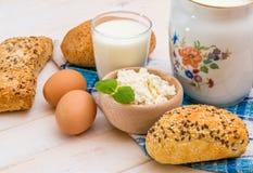 Desayuno del queso, de la leche, del pan y de los huevos Fotos de archivo libres de regalías