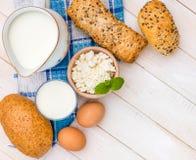 Desayuno del queso, de la leche, del pan y de los huevos Imagen de archivo libre de regalías