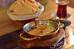 Desayuno del turco de la patata y de la salchicha Imagen de archivo libre de regalías