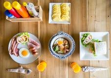 Desayuno delicioso para dos de la mañana Imágenes de archivo libres de regalías