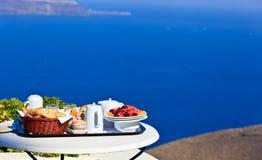 Desayuno delicioso por el mar Imagen de archivo