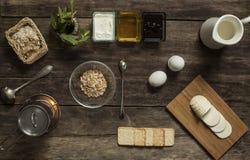 Desayuno delicioso y sano con las gachas de avena Imagen de archivo libre de regalías