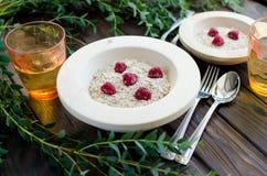 Desayuno dietético de las gachas de avena de la harina de avena imágenes de archivo libres de regalías