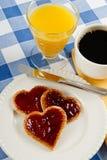Desayuno dulce de la tarjeta del día de San Valentín Fotografía de archivo