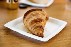 Desayuno en café del aeropuerto Foto de archivo libre de regalías