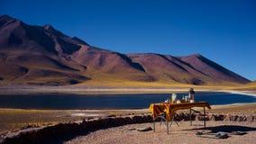 Desayuno en el lago Miscanti, reserva nacional de los flamencos del Los, Chile Foto de archivo libre de regalías