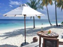 Desayuno en la playa Fotografía de archivo libre de regalías