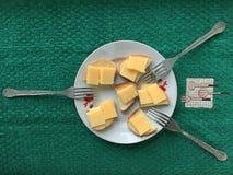 Desayuno festivo rico para 3 personas imagen de archivo libre de regalías