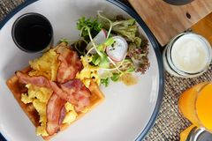 Desayuno fijado con la diversa nutrición imagenes de archivo