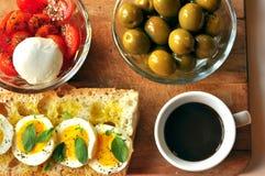 Desayuno italiano con café y el bocadillo Fotos de archivo libres de regalías