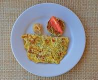 Desayuno occidental típico con sabor mauriciano con una rebanada de pescados crudos Foto de archivo libre de regalías