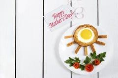 Desayuno original para la mamá foto de archivo