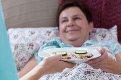 Desayuno para la mujer enferma Fotos de archivo libres de regalías