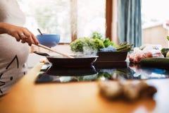 Desayuno que es hecho en una cacerola Fotografía de archivo libre de regalías