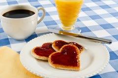 Desayuno romántico de la tarjeta del día de San Valentín Imagen de archivo libre de regalías