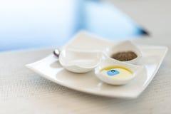 Desayuno sabroso: sistema de tres pequeñas placas. Foto de archivo libre de regalías