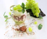 Desayuno sano - arroz con el yogur Imagenes de archivo