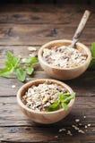 Desayuno sano con el granola hecho en casa Fotos de archivo libres de regalías