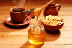 Desayuno sano con la miel Fotos de archivo libres de regalías