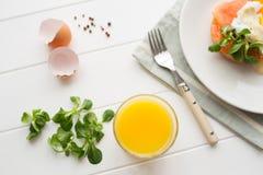 Desayuno sano con los huevos escalfados Fotografía de archivo libre de regalías