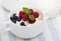 Desayuno sano de Colofrul con requesón Foto de archivo libre de regalías