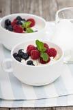 Desayuno sano de Colofrul con requesón Fotos de archivo