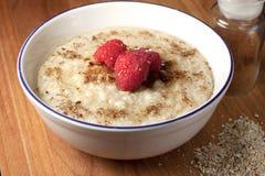 Desayuno sano del cereal caliente del salvado de la avena Imagen de archivo libre de regalías