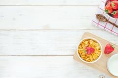 Desayuno sano en una tabla blanca Fotografía de archivo libre de regalías