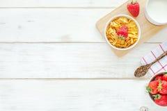Desayuno sano en una tabla blanca Imagen de archivo