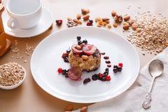 Desayuno sano - gachas de avena de la harina de avena, aún vida Imagen de archivo libre de regalías