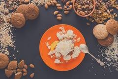 Desayuno sano - gachas de avena de la harina de avena, aún vida Foto de archivo libre de regalías