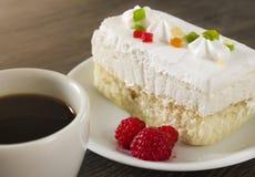 Desayuno, torta, frambuesas, café Imagenes de archivo