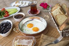 Desayuno turco rico y delicioso tradicional imagenes de archivo