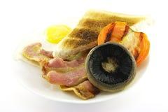 Desayuno y tostada en una placa blanca Imagen de archivo libre de regalías