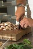 Desbastando os cogumelos fotografia de stock royalty free